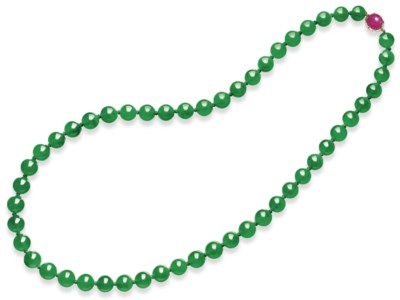 A MAGNIFICENT JADEITE BEAD AND
